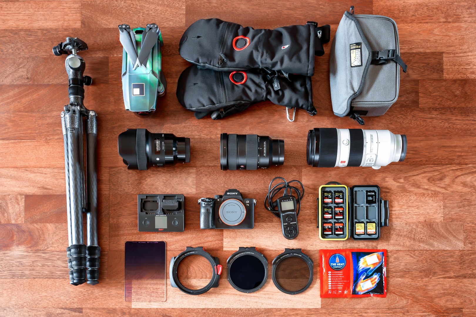 A flat lay (bird's eye view) of the photographic equipment of photographer Jens Klettenheimer