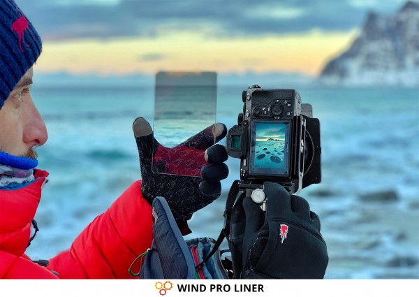Photographer & Photography Gloves WIND PRO LINER from THE HEAT COMPANY with Sony Camera